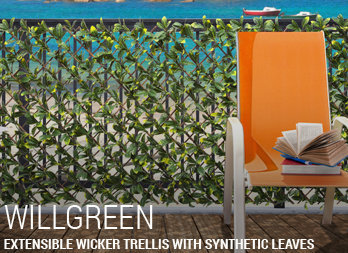 Extensible wicker trellis with synthetic leaves