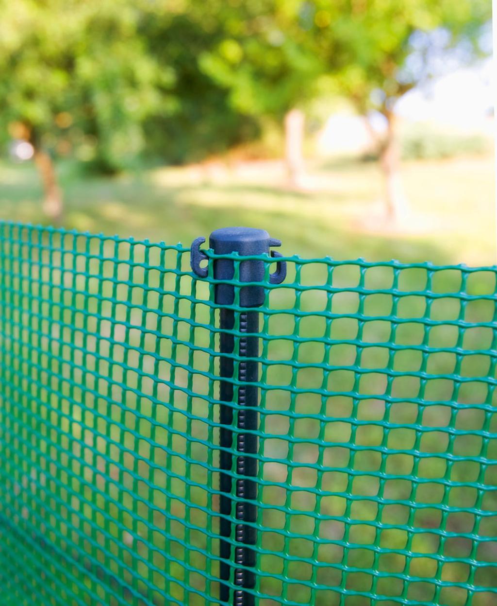 Poteau à planter pour créer un enclos ou une clôture provisoire ...