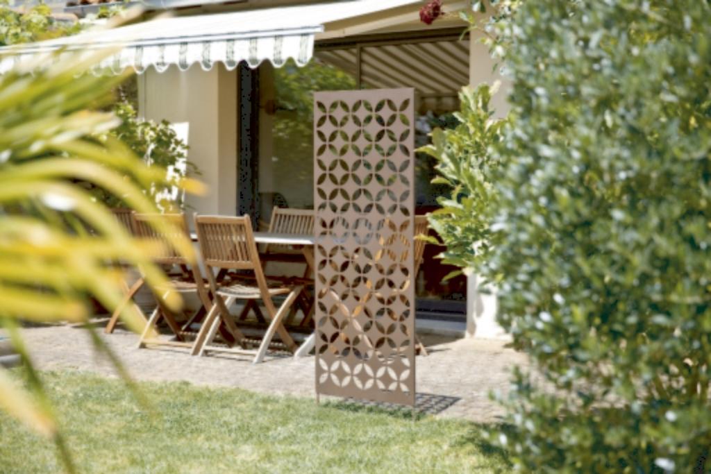 panneaux en m tal avec motifs d coratifs nortene. Black Bedroom Furniture Sets. Home Design Ideas